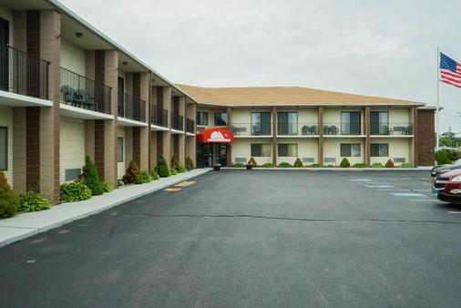 大使套房酒店 - 米德尔敦 - 建筑