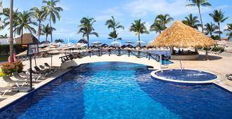玛里维尔情感度假村及套房酒店 - 式 - 努埃沃瓦尔塔 - 游泳池
