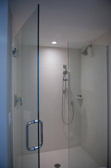 杏树旅馆 - 基韦斯特 - 浴室
