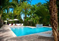 Almond Tree Inn - 基韦斯特 - 游泳池
