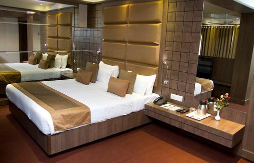 中心点酒店 - 那格浦尔 - 睡房