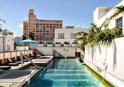 珀斯南海滩酒店 - 迈阿密海滩 - 游泳池