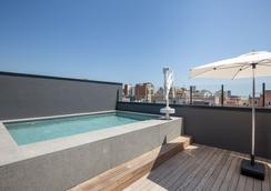 杰拉德室友酒店 - 巴塞罗那 - 游泳池