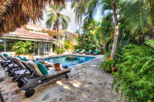 圣拓利尼精品酒店 - 圣玛尔塔 - 游泳池