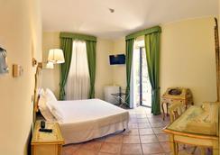 苏里尔酒店 - 罗马 - 睡房