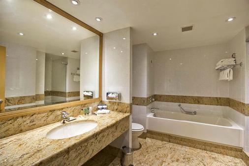 希尔顿巴黎戴高乐机场酒店 - 鲁瓦西昂法兰西 - 浴室