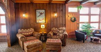 霍波诺波旅馆及酒吧与酒廊 - 斯托 - 休息厅