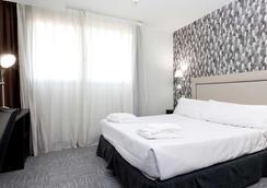 多姆拉斯塔姆拉斯酒店 - 马德里 - 睡房
