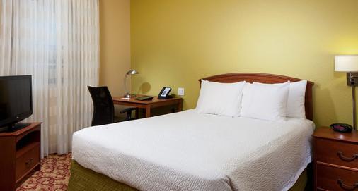 迈阿密机场西/多拉尔地区唐尼泊雷斯套房酒店 - 多拉 - 睡房