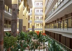 假日世界顶级酒店 - 贝纳尔马德纳 - 大厅