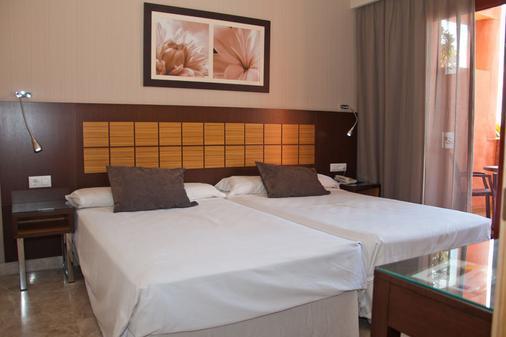 假日世界顶级酒店 - 贝纳尔马德纳 - 睡房