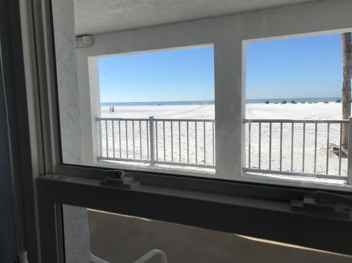 海滩旋转木马酒店 - 迈尔斯堡海滩 - 阳台