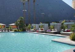 卢克索酒店 - 拉斯维加斯 - 游泳池
