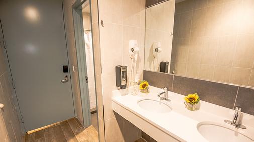 哥伦布环爵士旅舍 - 纽约 - 浴室
