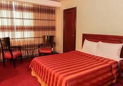 湾景公园酒店 - 马尼拉 - 睡房