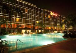 Maxims Hotel - Pasay - 游泳池