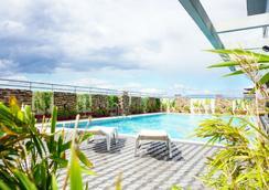 格林希尔斯艾兰酒店 - 马尼拉 - 游泳池
