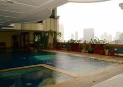 马卡迪宫殿大酒店 - 马尼拉 - 游泳池