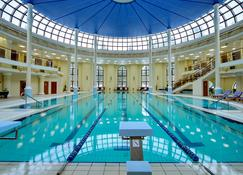 皇家公园酒店&spa - 若格兹诺 - 游泳池