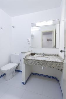 贝拉意大利酒店 - 伊瓜苏 - 浴室