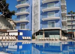 奥古斯都酒店 - 坎布里尔斯 - 游泳池