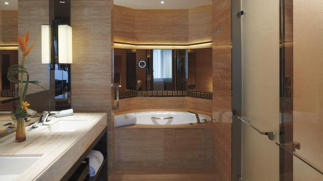 丽思卡尔顿酒店 - 香港 - 浴室