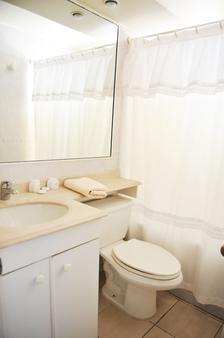 聂鲁达玛氏套房酒店 - 比尼亚德尔马 - 浴室