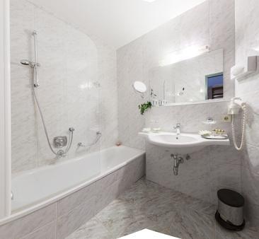 霍勒斯滕昂德家庭运动酒店 - 图克斯 - 浴室