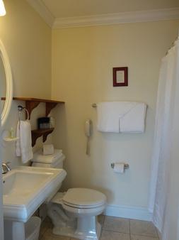 克里斯托弗道奇旅馆 - 普罗维登斯 - 浴室
