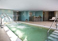 格拉纳达巴塞罗国会酒店 - 格拉纳达 - 游泳池