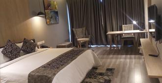 图丽国际酒店 - 那格浦尔