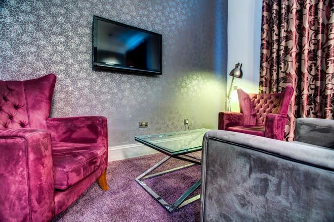 纽卡斯尔城市鲁马兹酒店 - 泰恩河畔纽卡斯尔 - 客厅