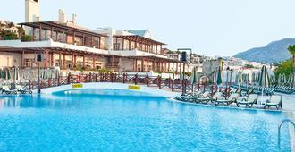 博德鲁姆阿斯特里亚度假村 - 式 - 博德鲁姆 - 游泳池