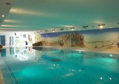 圣诞浪漫酒店 - 采尔马特 - 游泳池