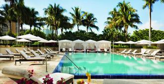迈阿密力丽思卡尔顿椰林酒店 - 迈阿密 - 游泳池