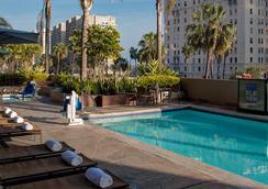 长滩万丽酒店 - 长滩 - 游泳池