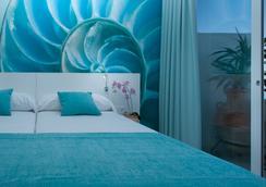 玛丽娜海滩酒店式公寓- 仅限成人 - 圣安东尼奥 - 睡房