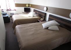 肯纳威克套房酒店 - 肯纳威克 - 睡房