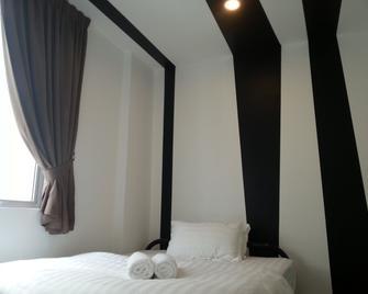 OYO 758 逗号酒店 - 蒲种 - 睡房