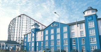 大蓝酒店-布莱克浦游乐海滩 - 布莱克浦 - 建筑