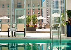 波士顿雷迪森酒店 - 波士顿 - 游泳池
