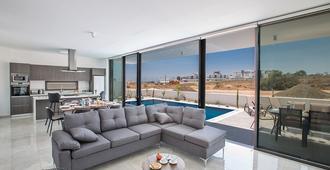 可瑞丽Spa公寓式酒店 - 普罗塔拉斯 - 客厅