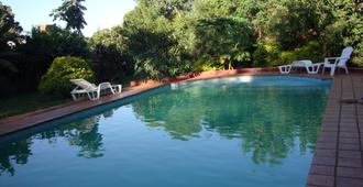 Residencial Uno Hostel - 伊瓜苏 - 游泳池