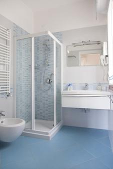 Hotel Menfi - Jesolo - 浴室