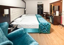 Ege Palas Business Hotel - 伊兹密尔 - 睡房