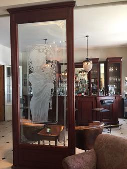 尼德兰德斯彻酒店 - 什未林 - 酒吧