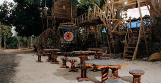 納裕歪曲的樹之屋 - 珀尼达岛 - 酒吧
