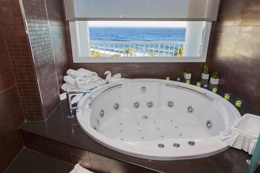 赫利俄斯-阿缪尼卡酒店 - 阿尔穆涅卡尔 - 浴室