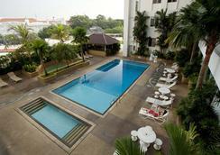 槟城乔治市湾景酒店 - 乔治敦 - 游泳池