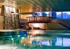 阿罗萨库尔姆阿尔平Spa酒店 - 阿罗萨 - 游泳池